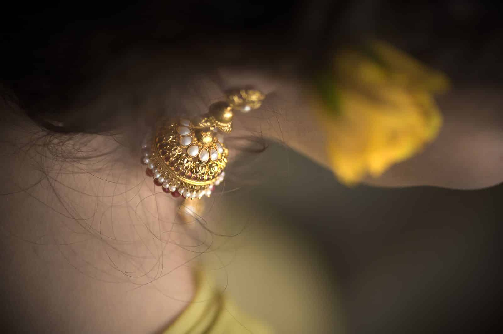 Getting-Ready-wedding-photography-bali-gold-jhumki-bride