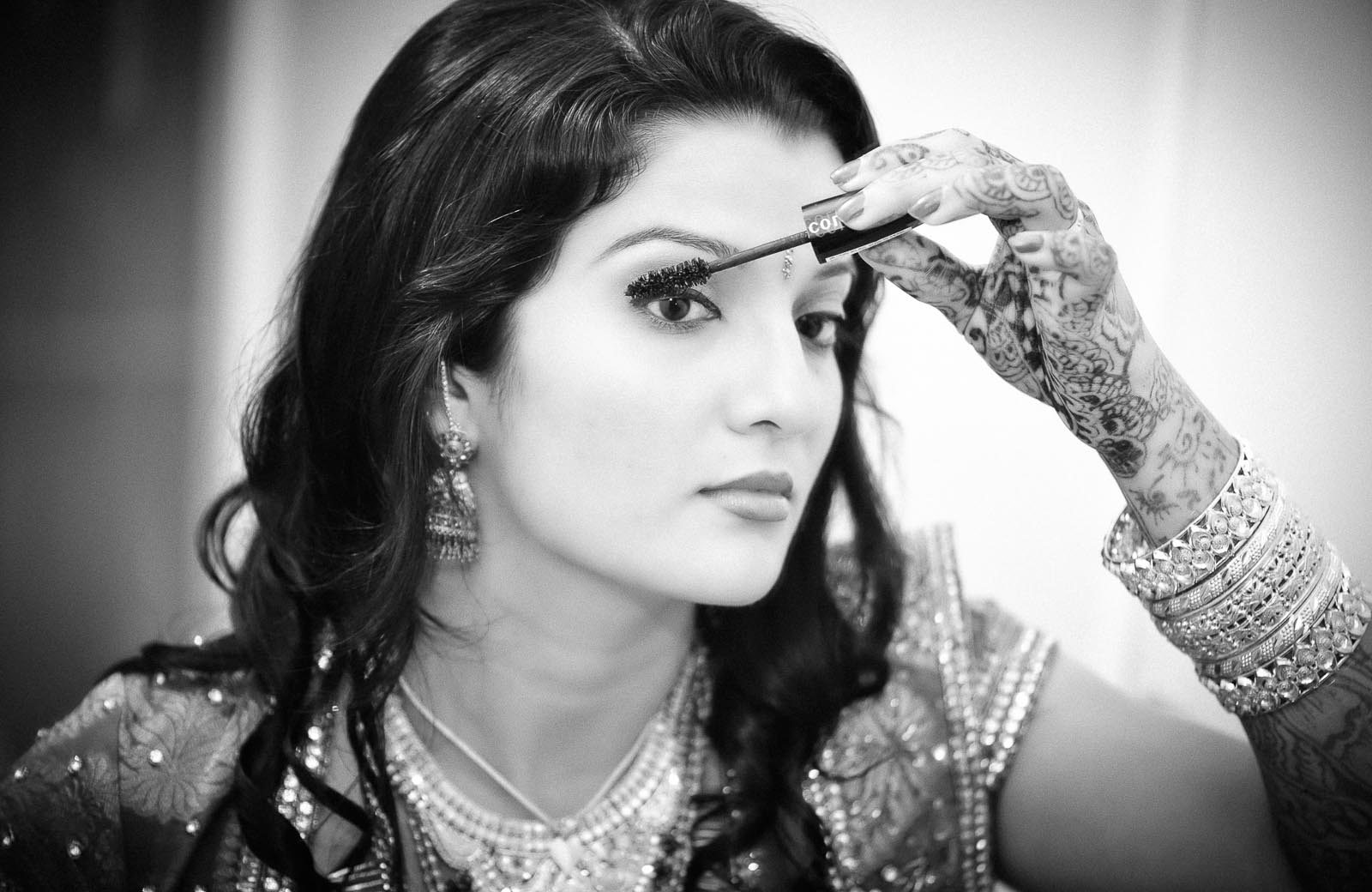 Getting-Ready-wedding-photography-mascara-bride-kerala