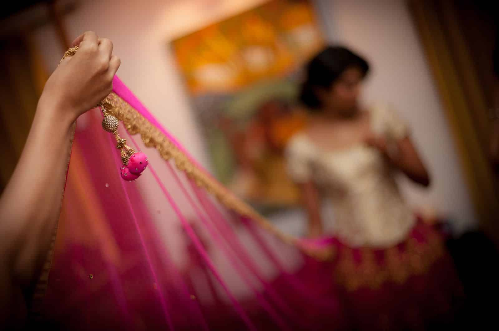 wedding-photography-bride-pink-dupatta-choli-lehenga-getting-ready