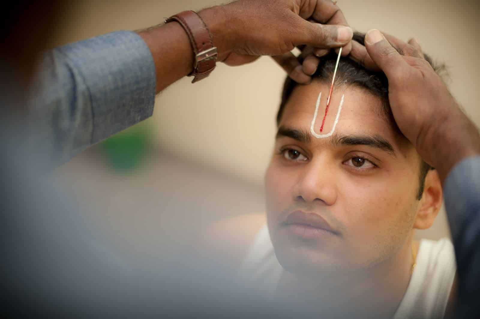 wedding-photography-groom-iyer-getting-ready