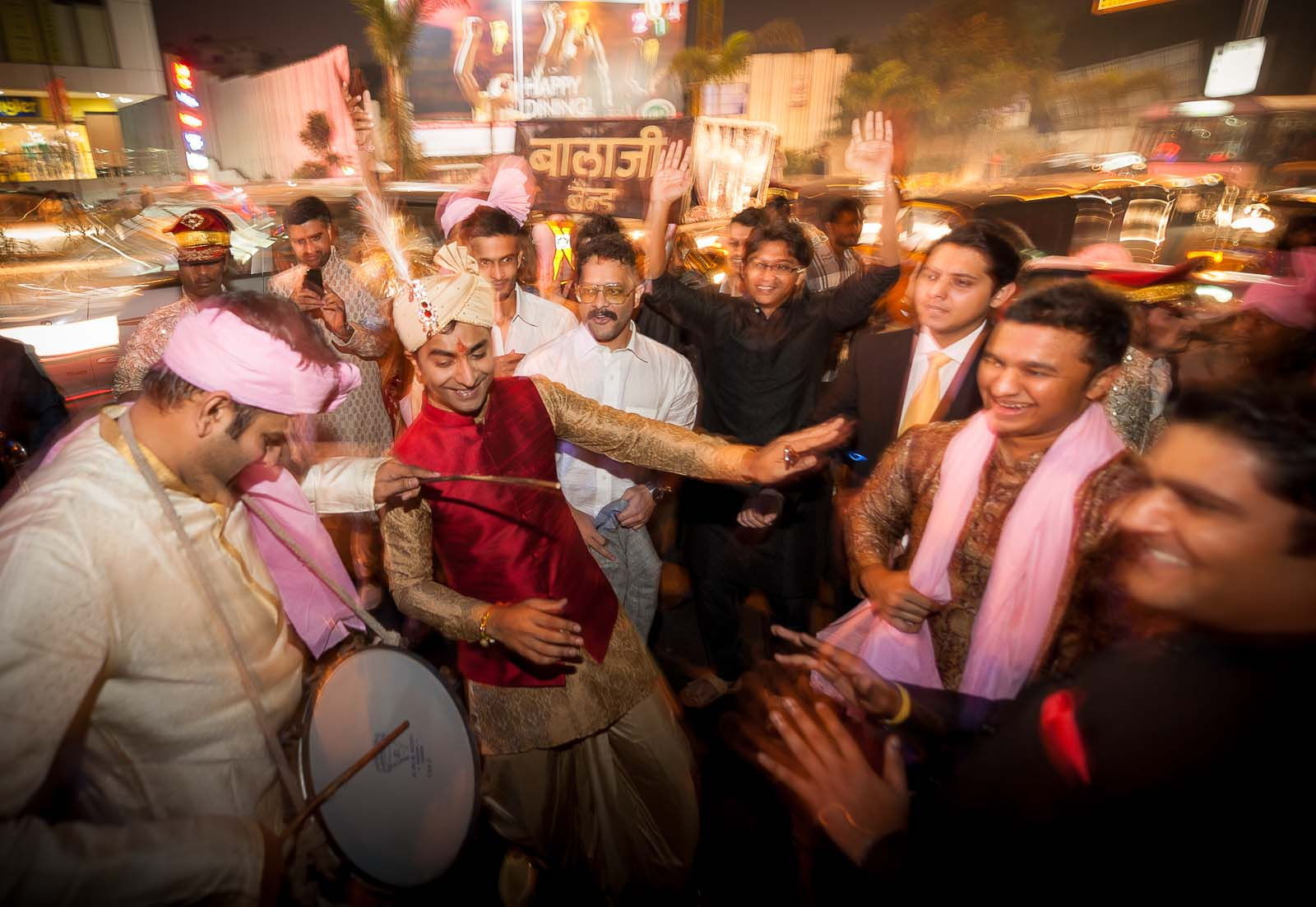 baraat-wedding-photography-dhol-fun-shot