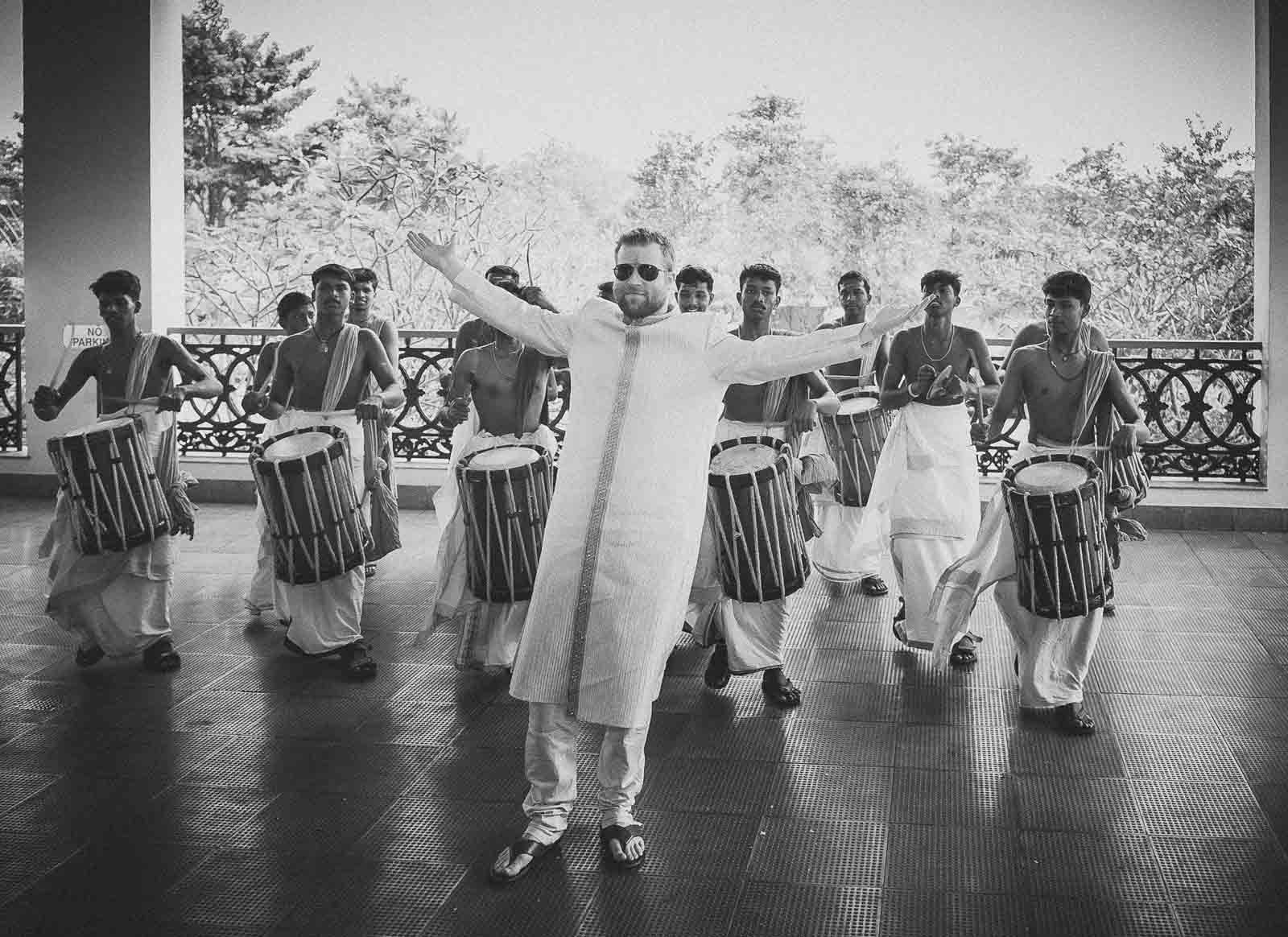 anoop-wedding-photographer-chennai-groom-welcome-kerala-drummers-chenda