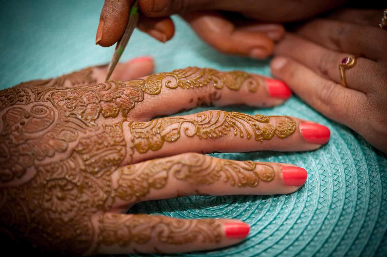 anoop-wedding-photographer-mehendi-red-nails