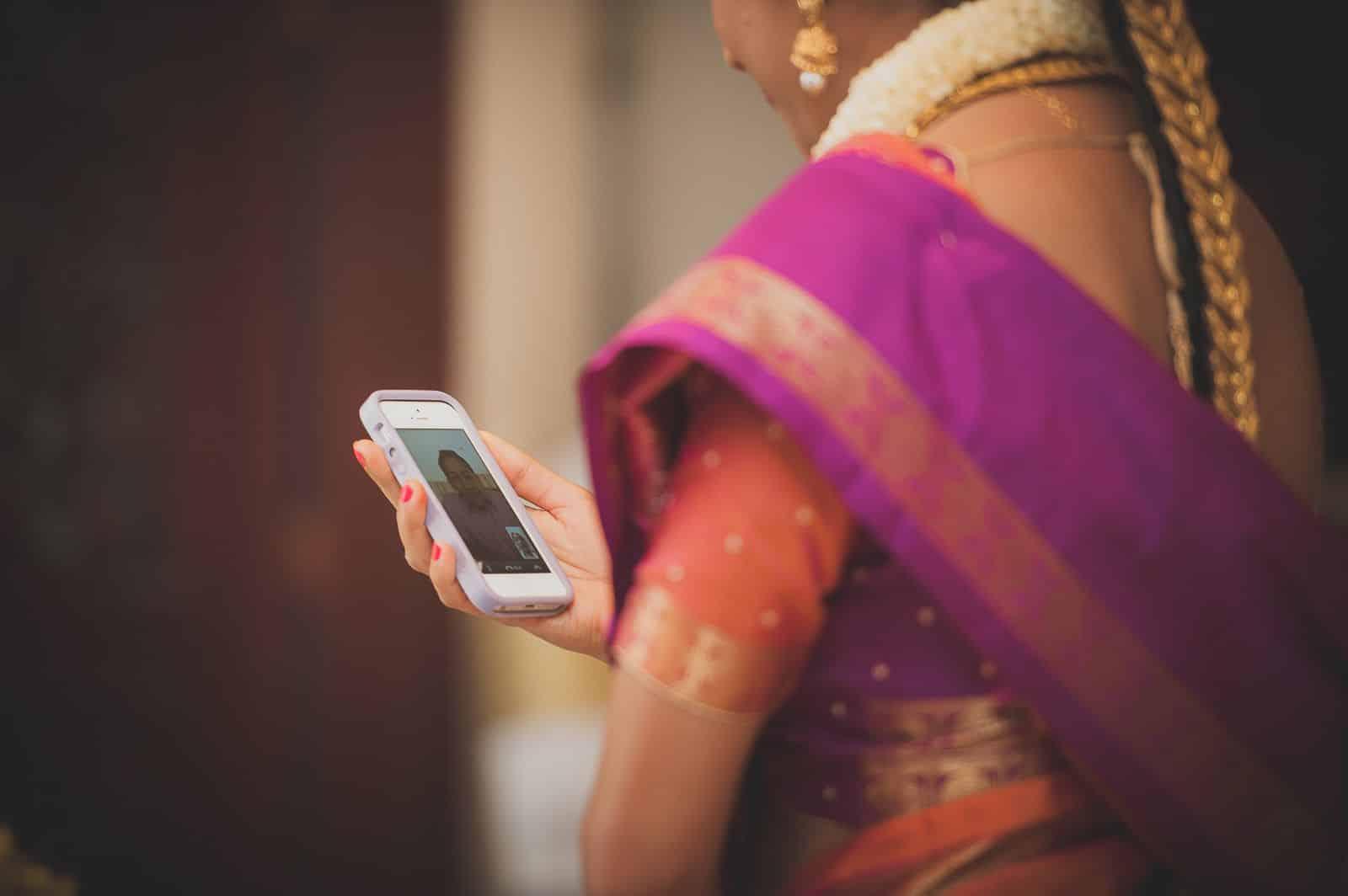 anoop-wedding-photographer-mehendi-bride-facetime-groom