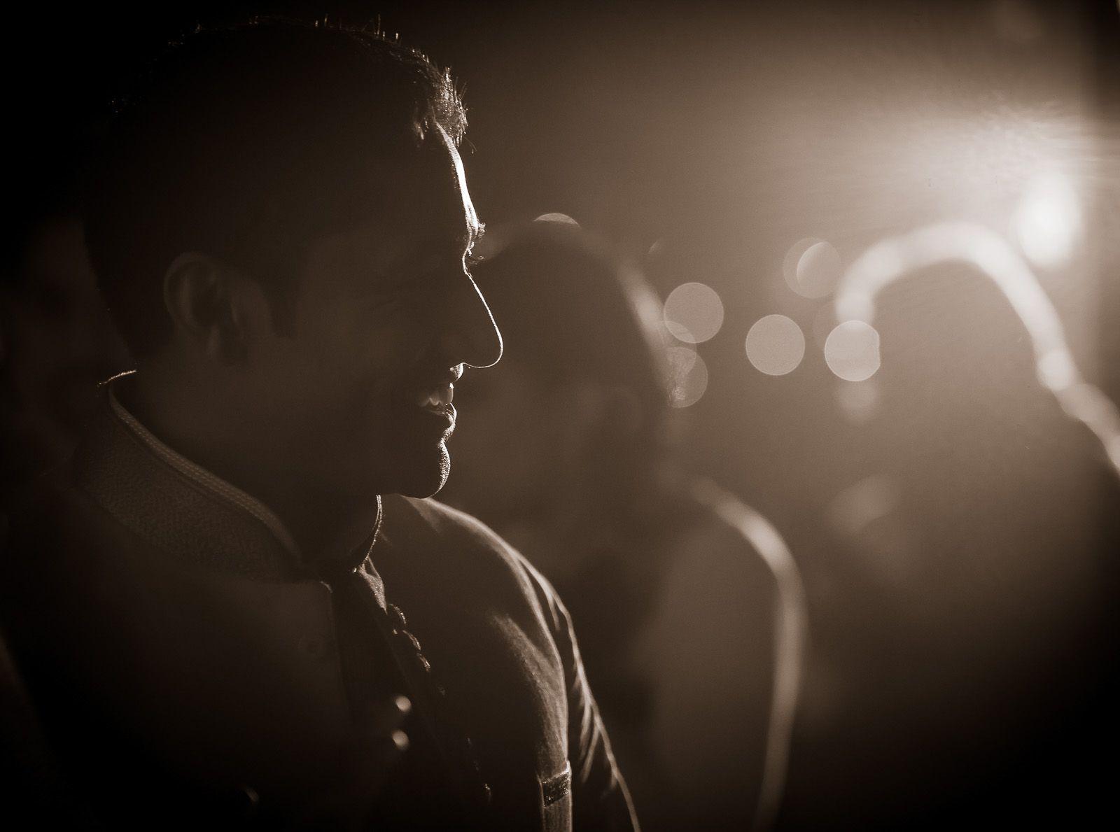anoop-wedding-photographer-mehendi-groom-silhouette
