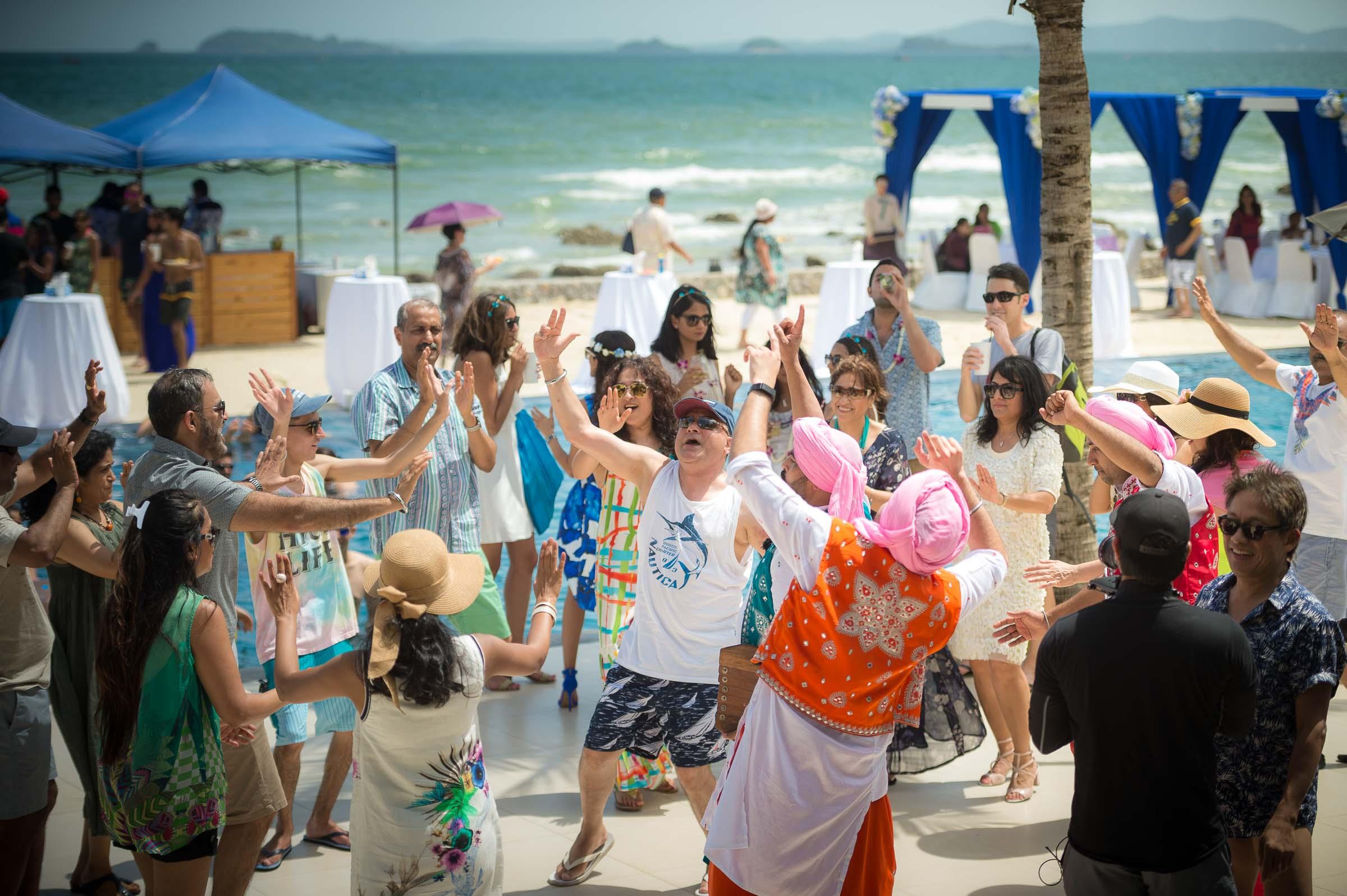 thailand-wedding-photographer-marriott-spa-resort-rayong-indian-wedding-photography-bangkok-pool-party-015