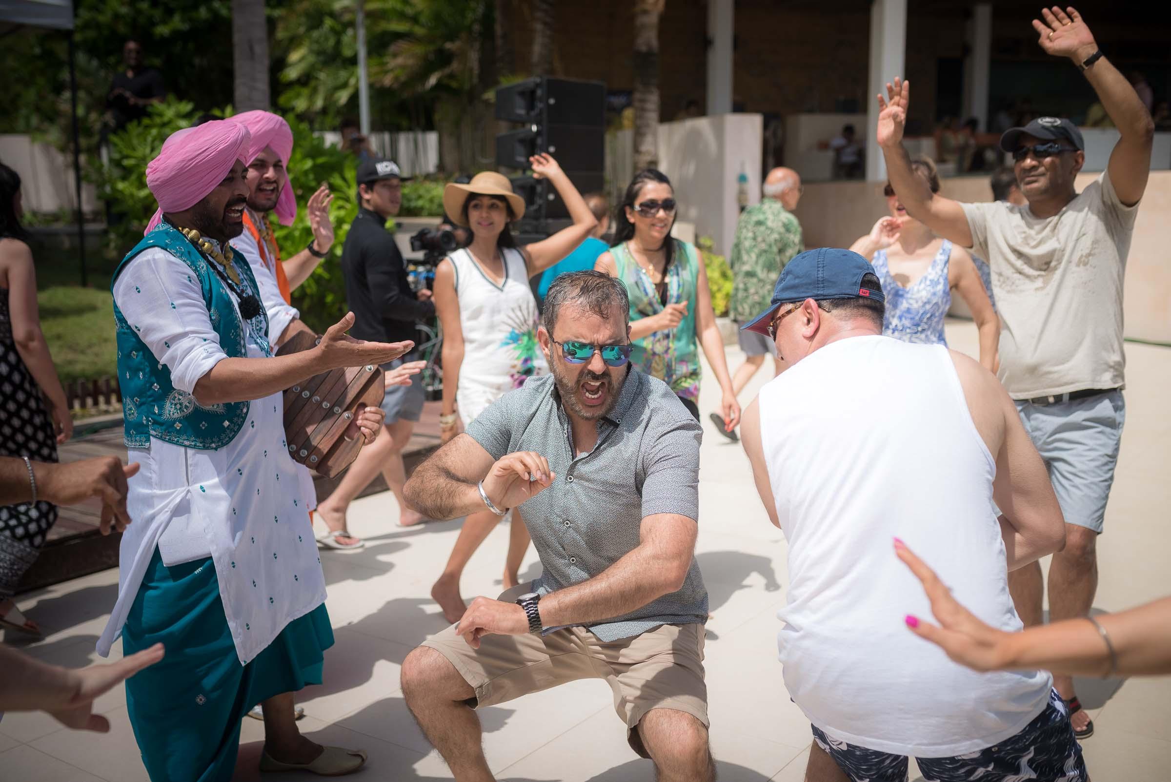 thailand-wedding-photographer-marriott-spa-resort-rayong-indian-wedding-photography-bangkok-pool-party-016
