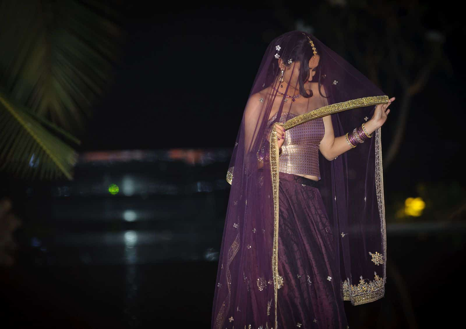 anoop-wedding-photographer-sangeet-ceremony-bride-purple-lehenga