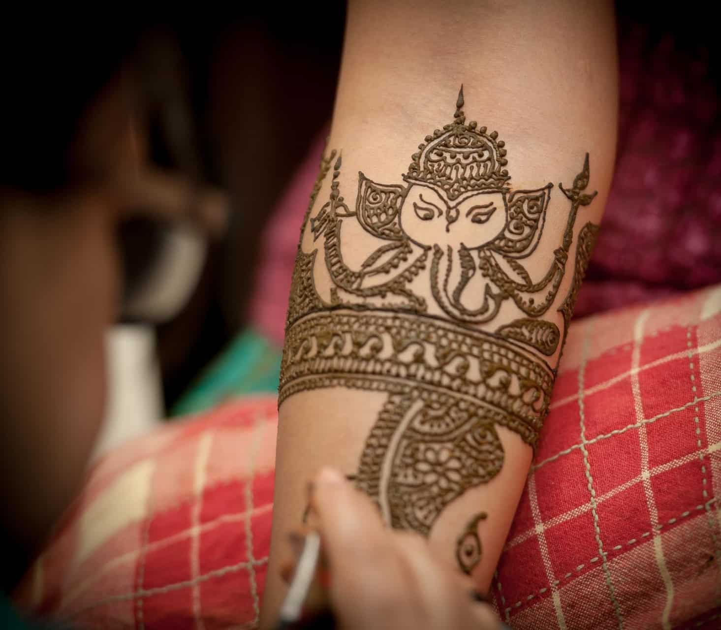 anoop-wedding-photographer-mehendi-ganesh-design