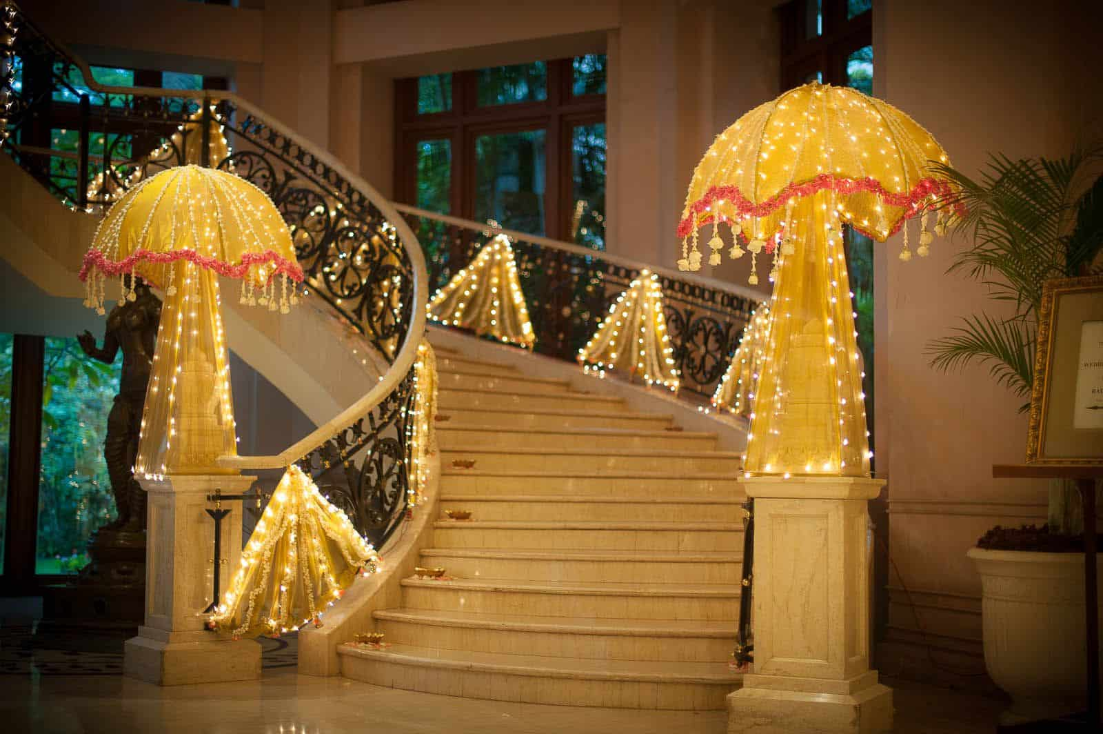 candid-wedding-photography-bangalore-leela-palace-staircase