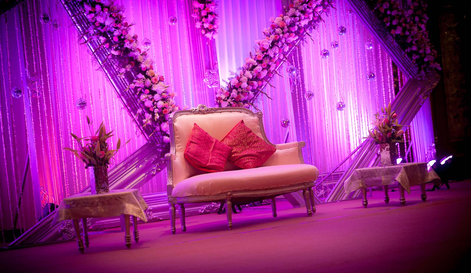 candid-wedding-photography-bangalore-leela-palace-stage