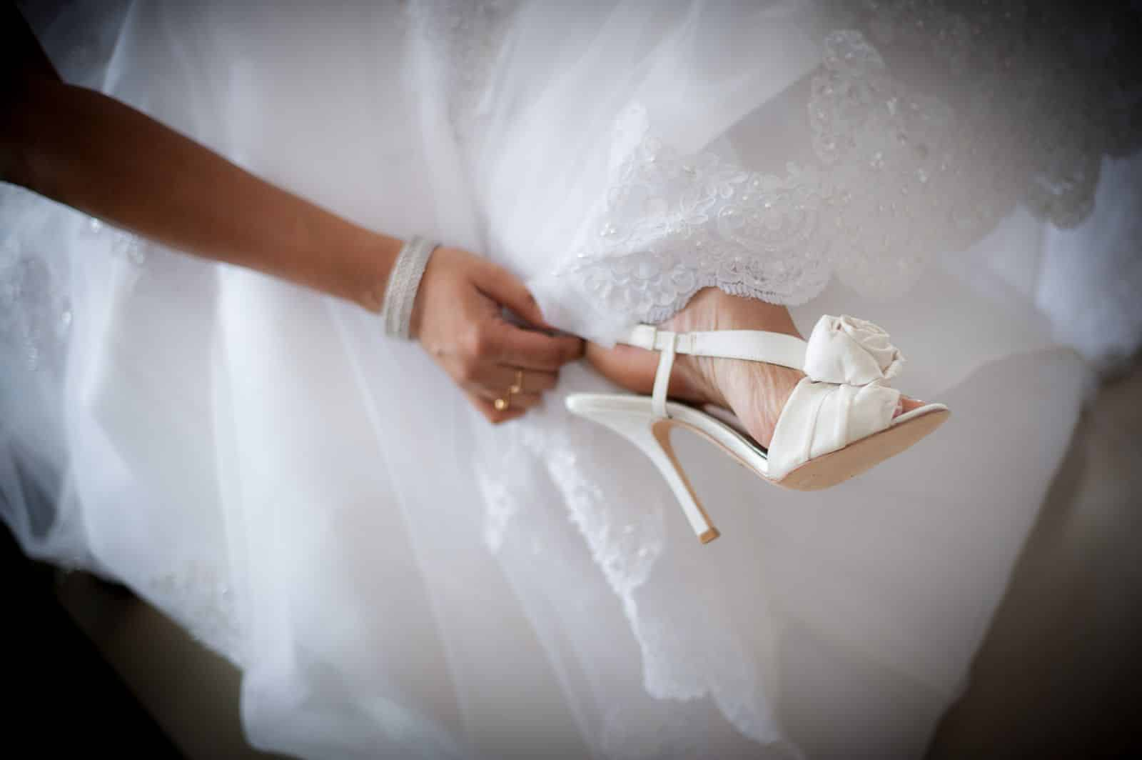 anoop-wedding-photographer-amazing-white-bridal-shoes-with-rose