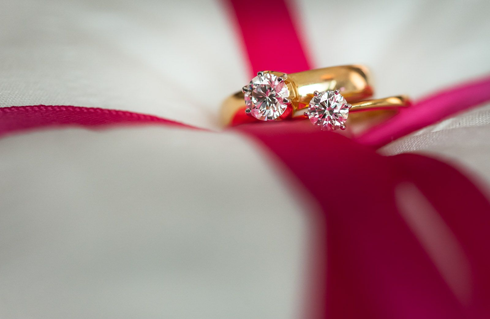 anoop-wedding-photographer-amazing-diamond-rings-bride-groom