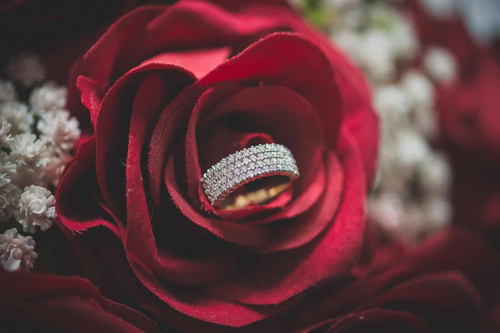 anoop-wedding-photographer-bride-diamonds-ring-roses