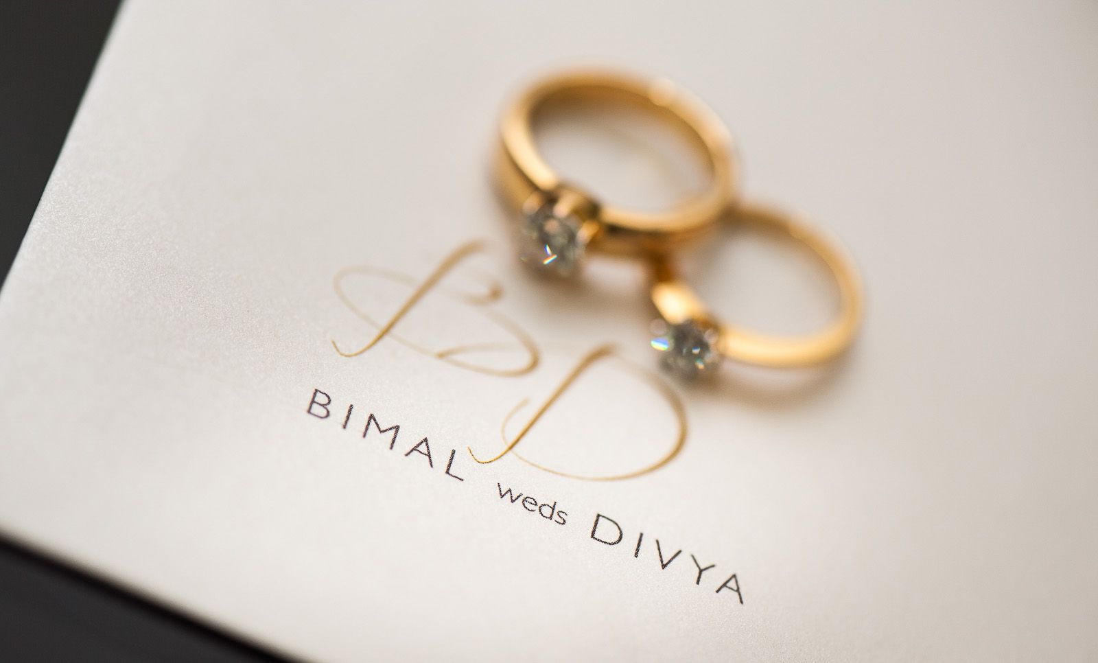 anoop-wedding-photographer-detail-his-her's-diamond-rings
