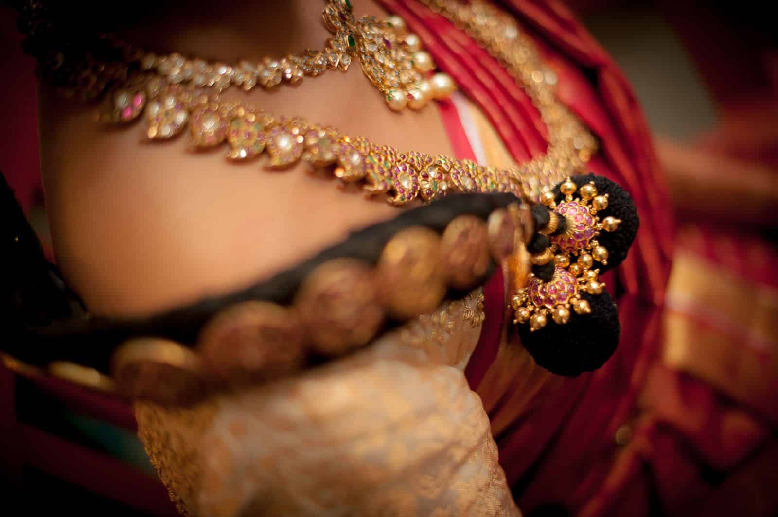anoop-wedding-photographer-detail-south-indian-bride-gold-jewelry
