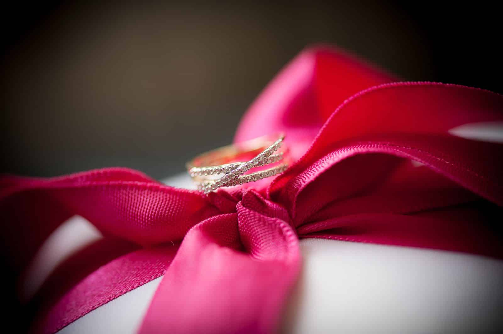 anoop-wedding-photographer-detail-diamond-studded-ring