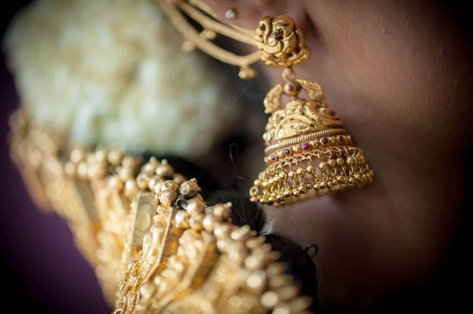 anoop-wedding-photographer-detail-gold-jhumka-earrings