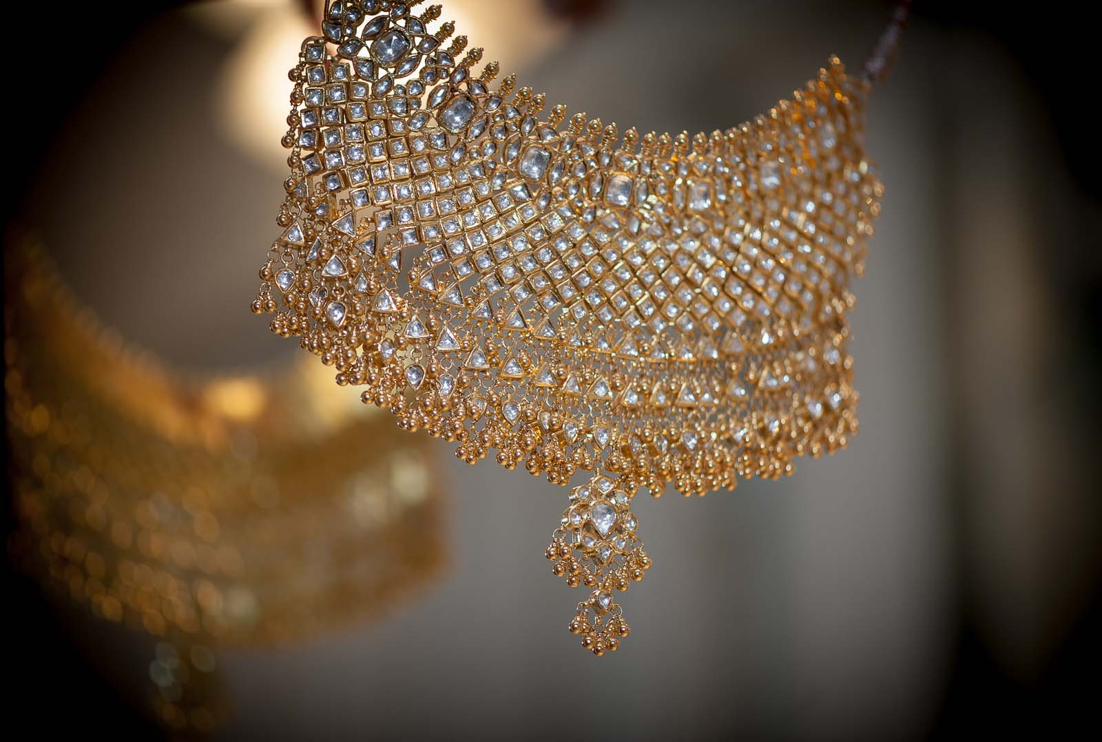 anoop-wedding-photographer-detail-diamond-choker-necklace