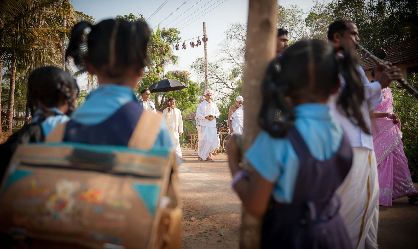 top-wedding-photographer-karnataka-shimoga-groom-school-kids