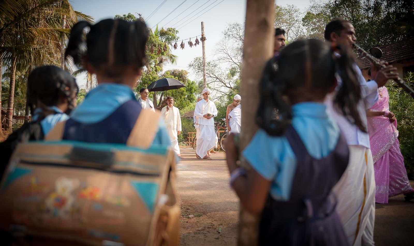 top-wedding-photographer-karnataka-shimoga-groom-school-kids