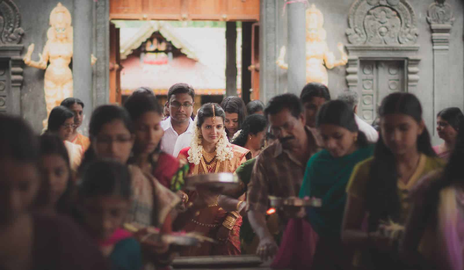 top-wedding-photographer-kerala-bride-temple