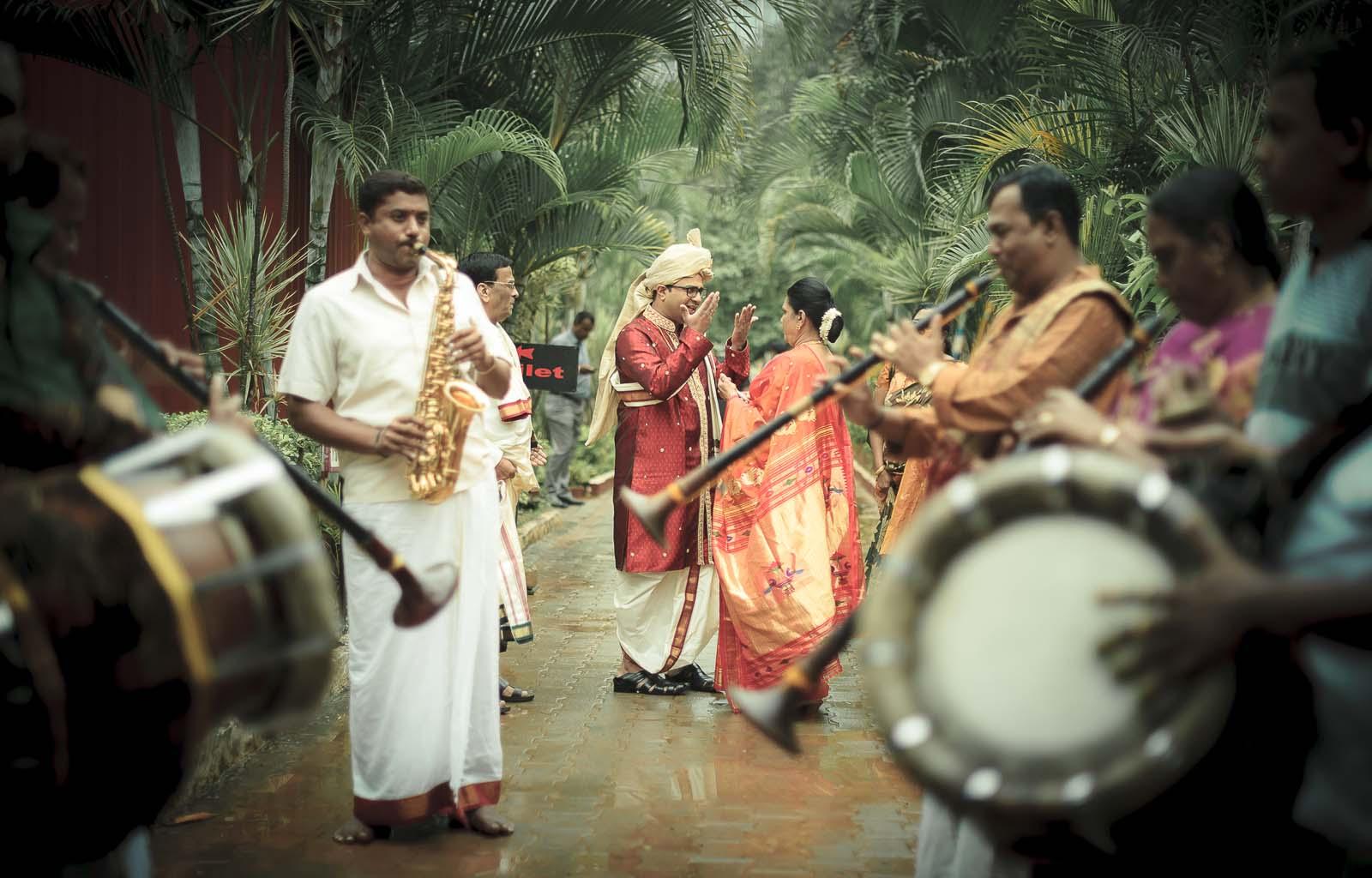 top-wedding-photographer-bangalore-groom-mother-argument