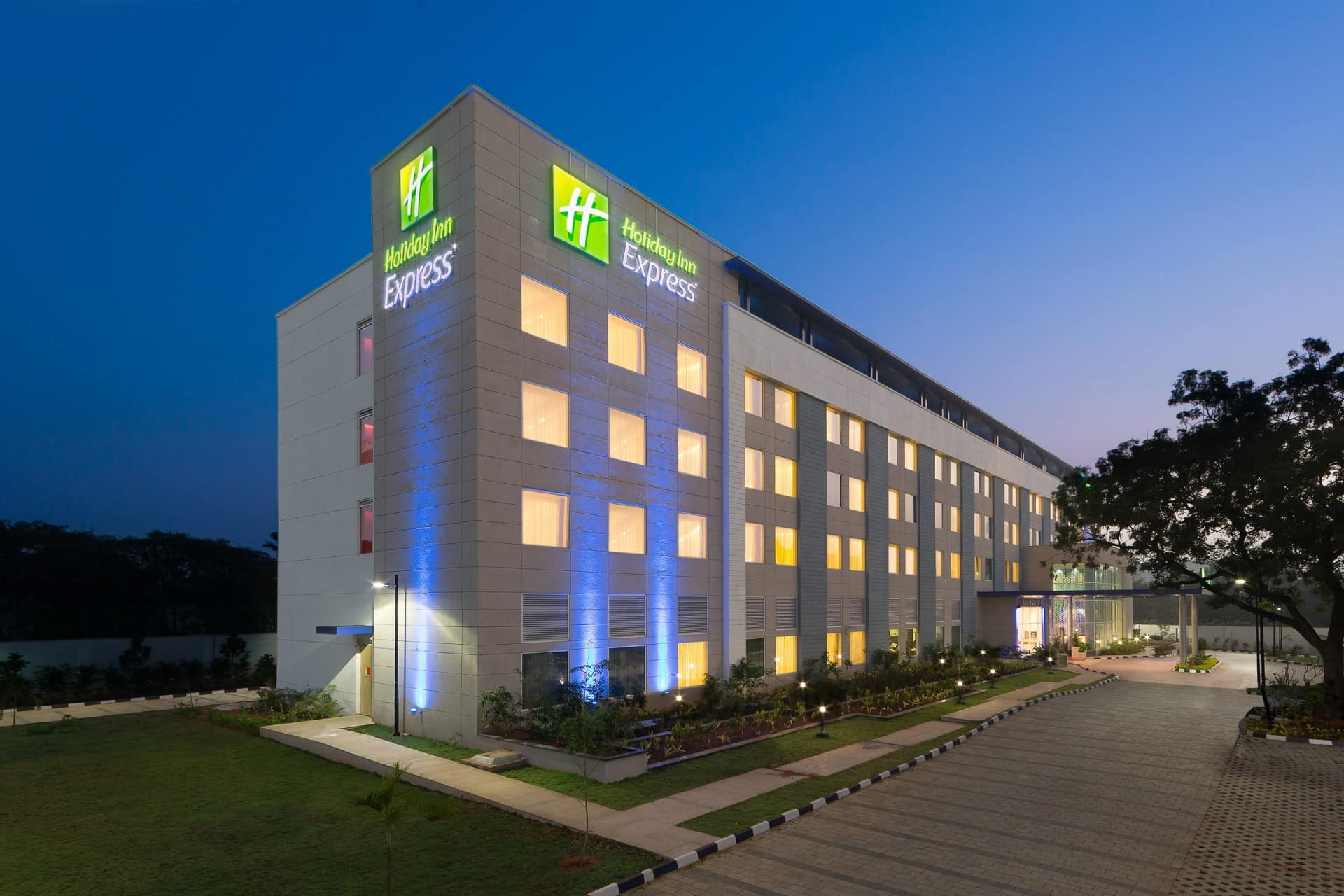 Best Architecture Photographer India | Holiday Inn Express Exterior Facade Photography India