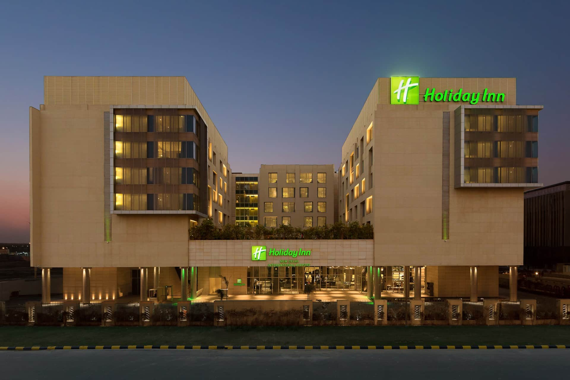 Best Architecture Photographer New Delhi | Holiday Inn Facade Photography India